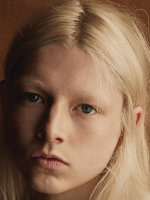 Hunter Schafer Biography